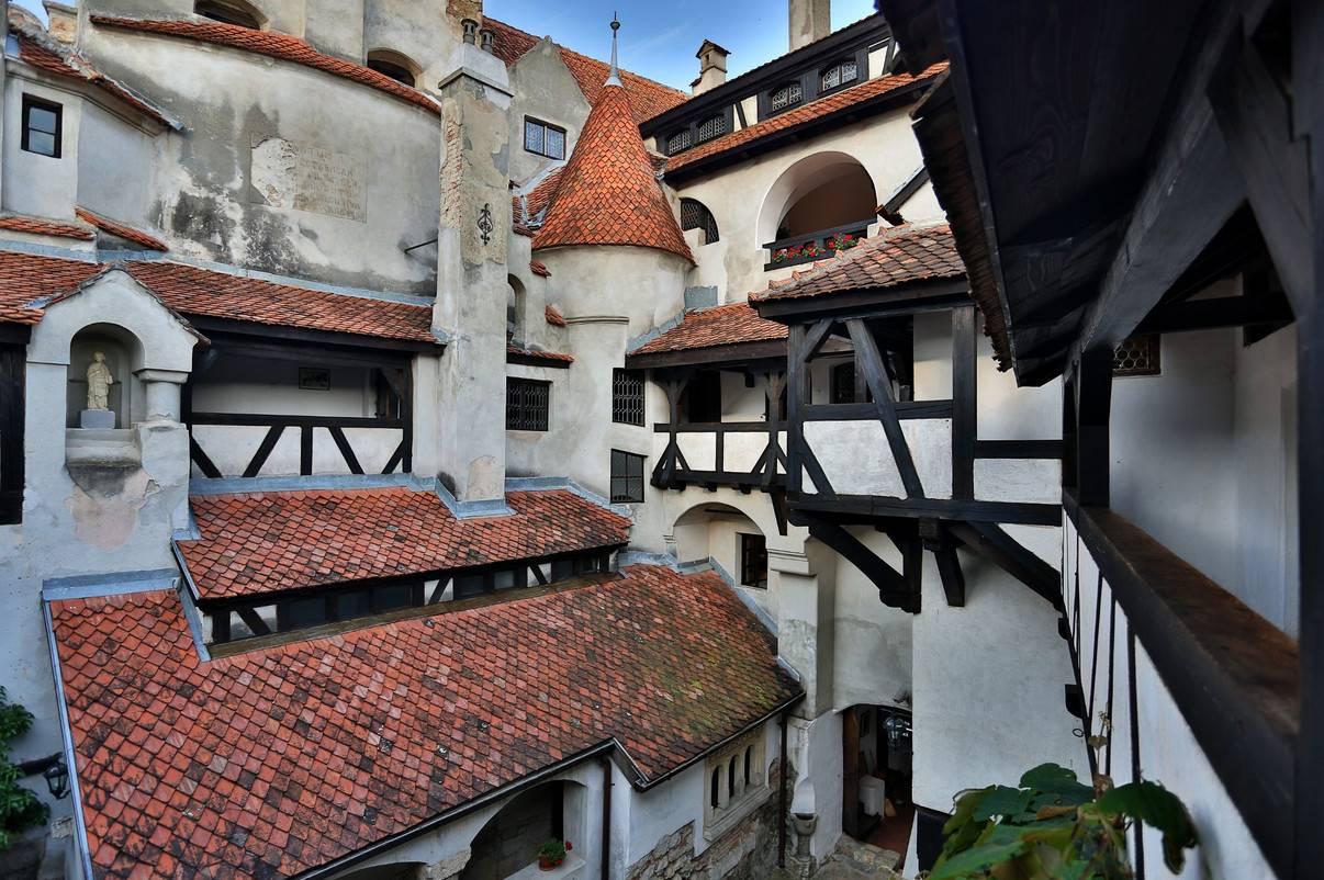 В настоящее время замок принадлежит его законному владельцу, потомку румынских королей, внуку короле