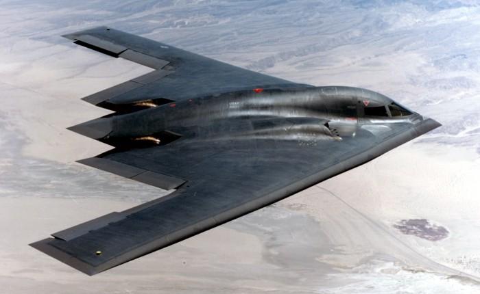 1. Малозаметный стратегический бомбардировщик B-2 Spirit стоит 2,1 млрд долларов. Он предназначен дл
