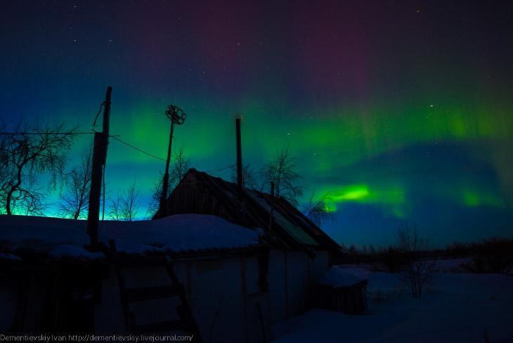 Сперва, когда я смотрел на ещё светлое небо, я видел полоски, но понять, просто облака это или нити