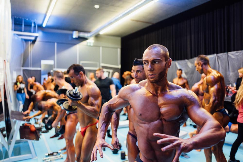 Один день с качками — как в швейцарской деревне готовятся к чемпионату по бодибилдингу