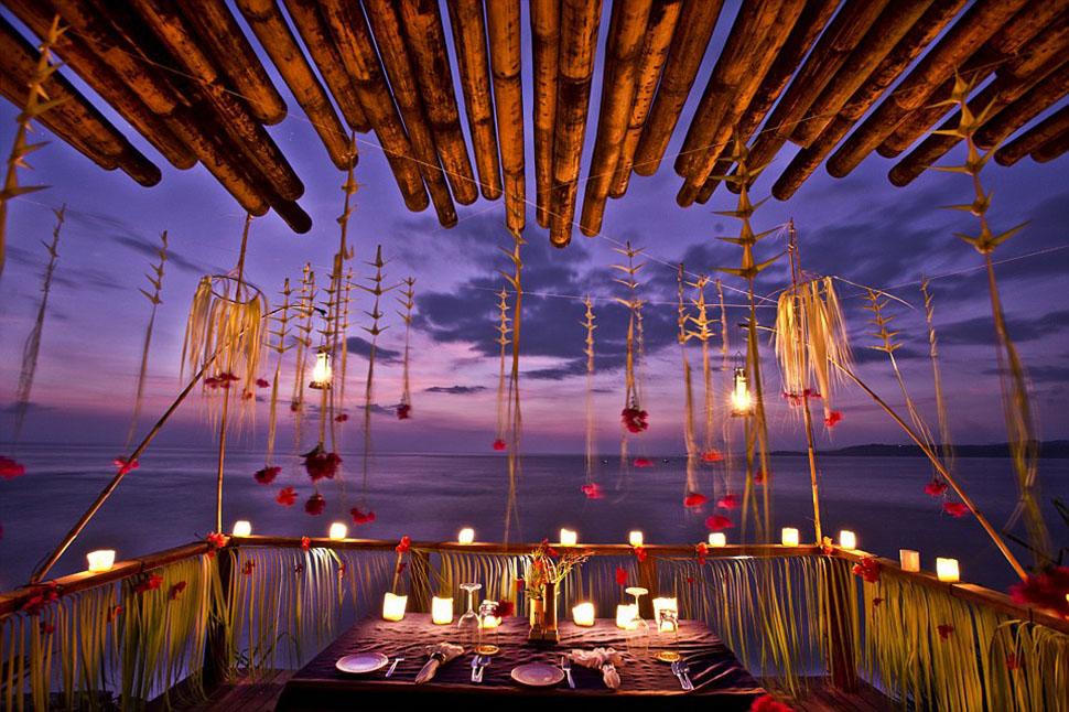Восхитительный романтический ужин с прекрасным видом на море состоит из полезных блюд, приготовленны