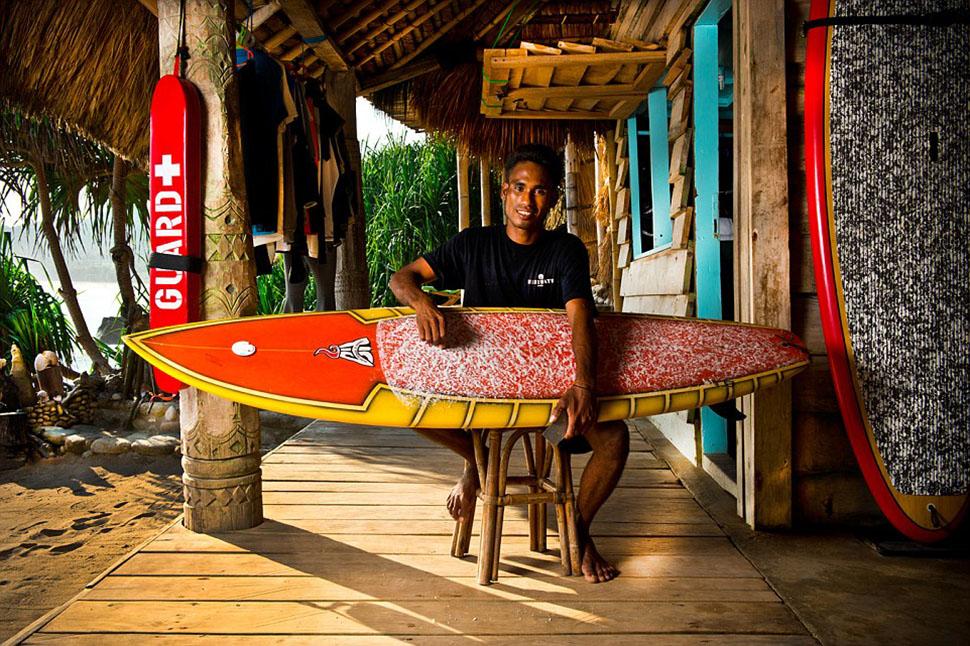 В лодочной хижине Bao Boathouse можно перекусить и выпить и, конечно, взять доску для серфинга, чтоб