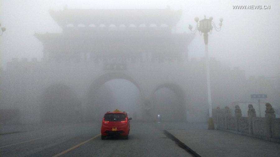 Сильнейший туман в городе Рунань, провинция Хэнань.