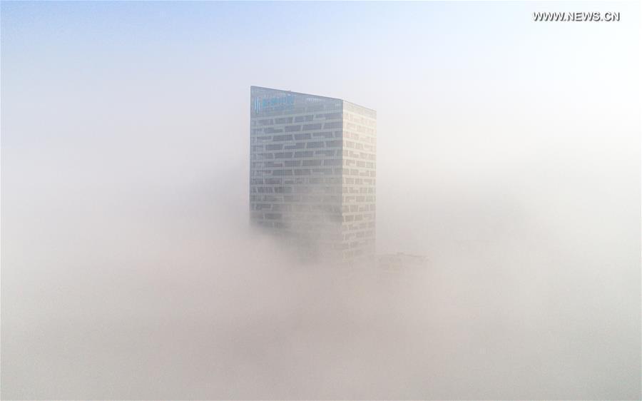 На снимке, сделанном 3 января, видна башня в городе Хэфэй, столице провинции Аньхой.