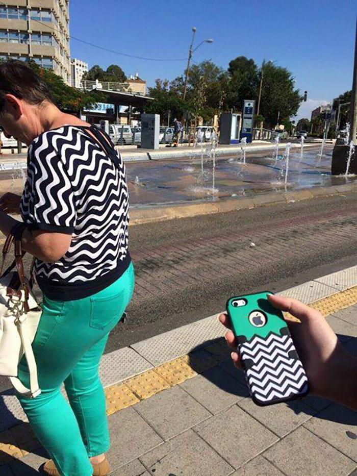 Эта женщина или чехол для телефона?