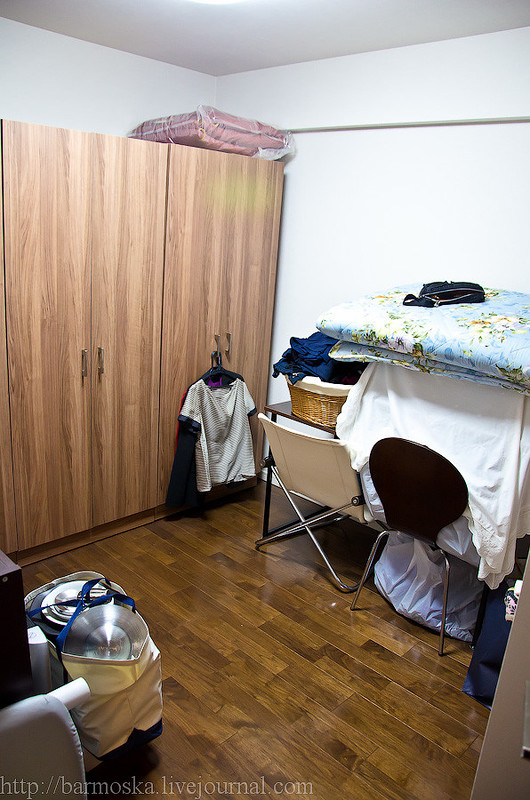 Слева выключатели света во всех комнатах, посередине пульт управления газом и горячей водой в ванной