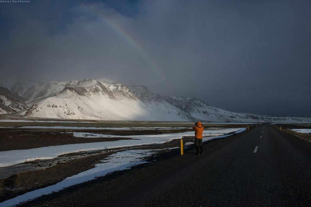 Погода очень классная. Дороги пустые. Здесь зимой ездят только слегка сдвинутые фотографы вроде