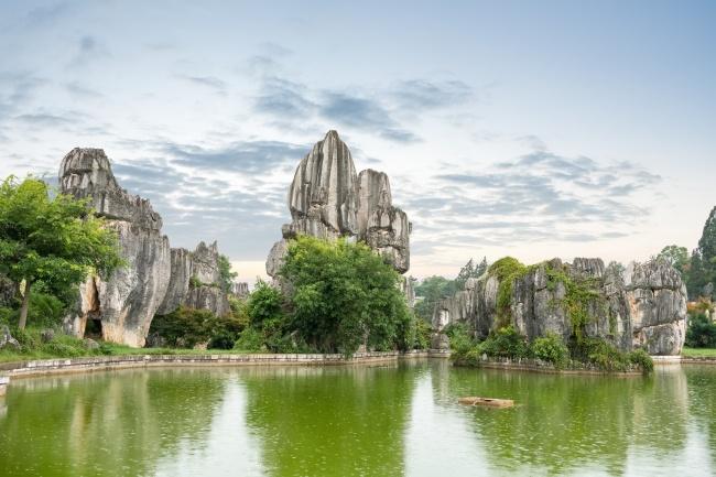 © depositphotos  Первое чудо Поднебесной. Каменный лес образовался более 200 млн лет назад. Ра
