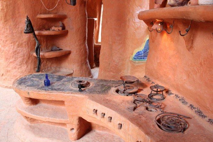 Самый большой в мире глиняный дом