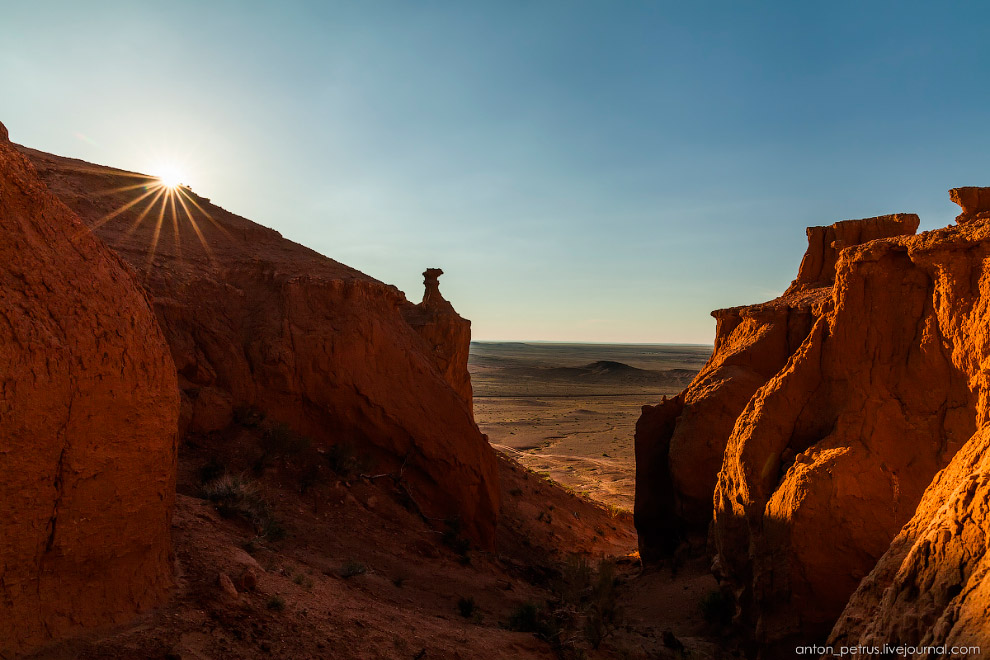 14. Заходящее солнце добавляло еще больше красного в эту дикую палитру. Вы не поверите, как мы