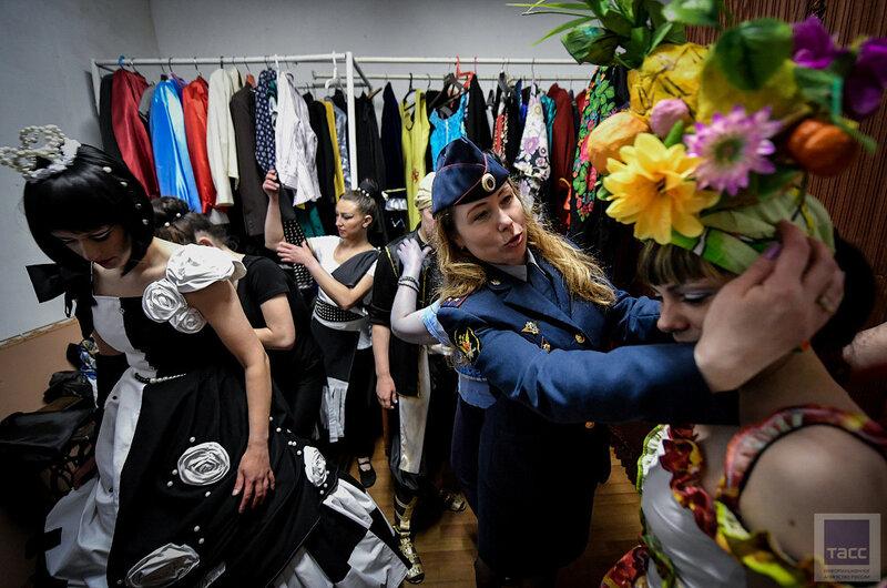 «Участие в конкурсе — уже путь к свободе!» — в женской колонии Приморья провели показ мод
