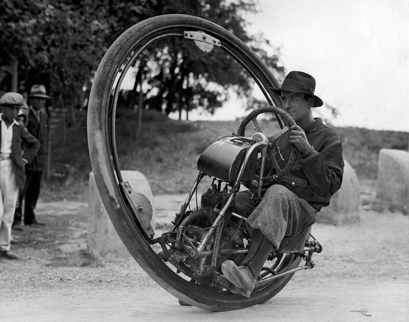 One_wheel_motorcycle_Goventosa 1920-е.jpg