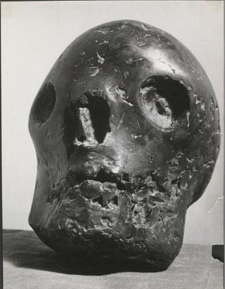 1943. Череп