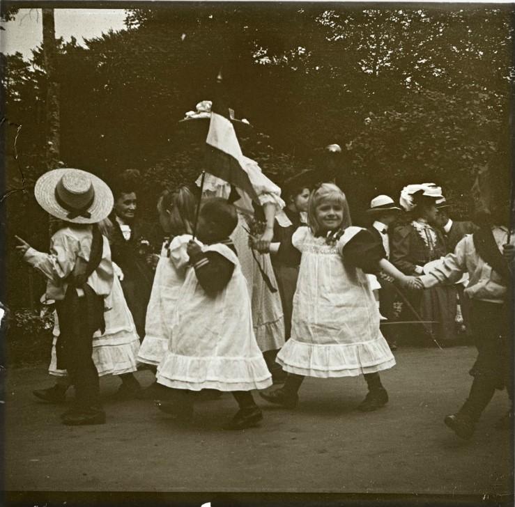 1907. Дети из приюта на благотворительном празднике. Германия. Баденвайлер