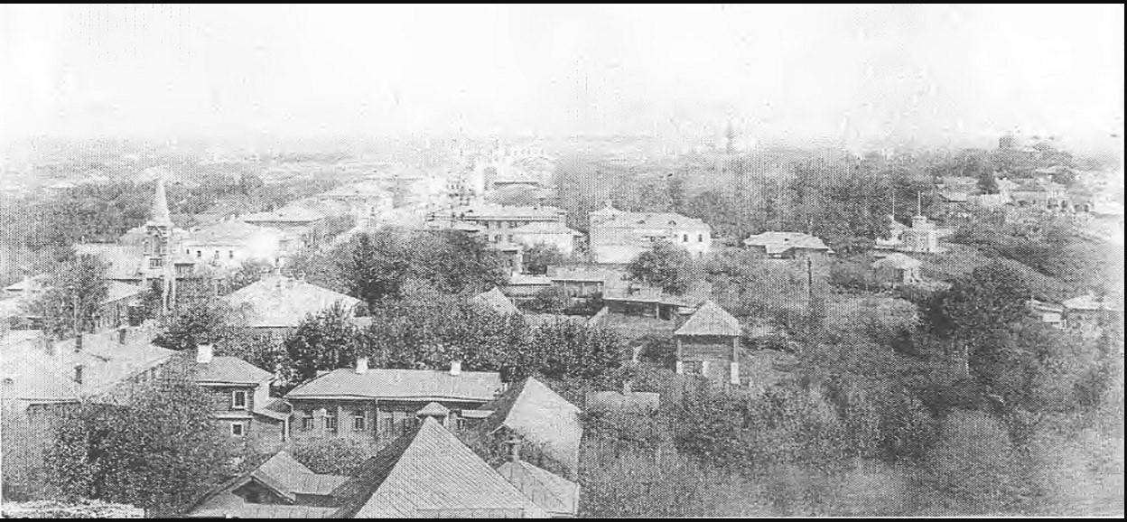 Панорама центра города со Студеной горы. Слева Дворянская улица, а на переднем плане жилая застройка. Около 1890