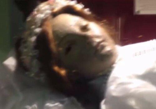 Мумия в Мексике открыла глаза во время богослужения
