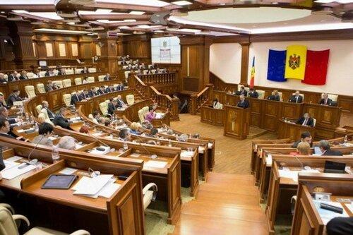 Демарш в Парламенте Молдовы устроен социалистами вместе с ПКРМ