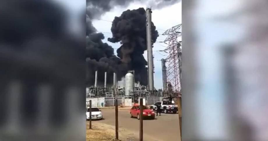 Взрыв и пожар произошли на одесской АЗС в результате ДТП