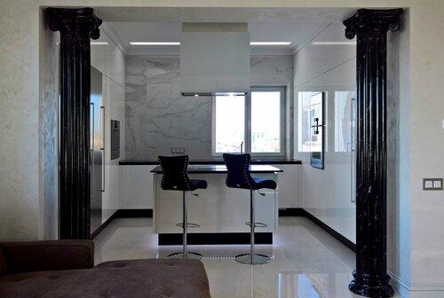 кухня, колонны из мрамора