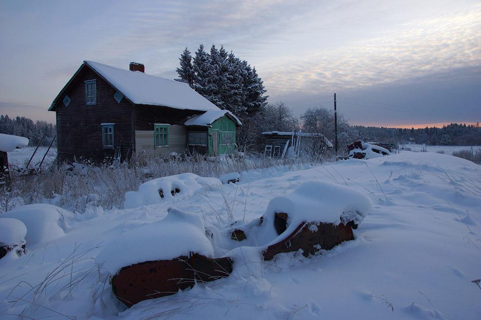 12. Утро уже наступило, люди давно проснулись, «включилось» и печное отопление в домах. Поселки