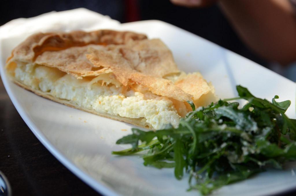 Тиропита — пирог из слоёного теста с начинкой сыра фета. (Alpha)