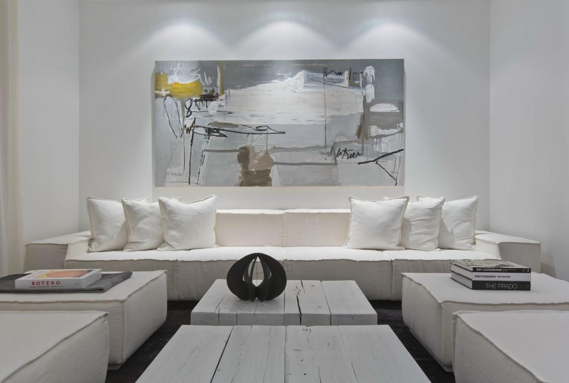 Белый интерьер квартиры Urban Townhome