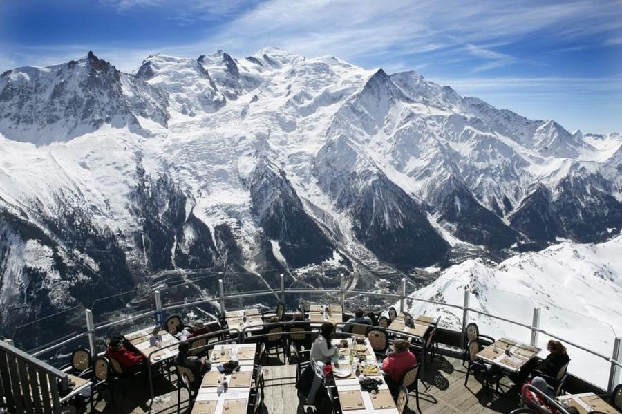 2. Restaurant le Panoramic, Шамони, Франция Этот ресторан, расположенный на вершине горы Бреван, нах