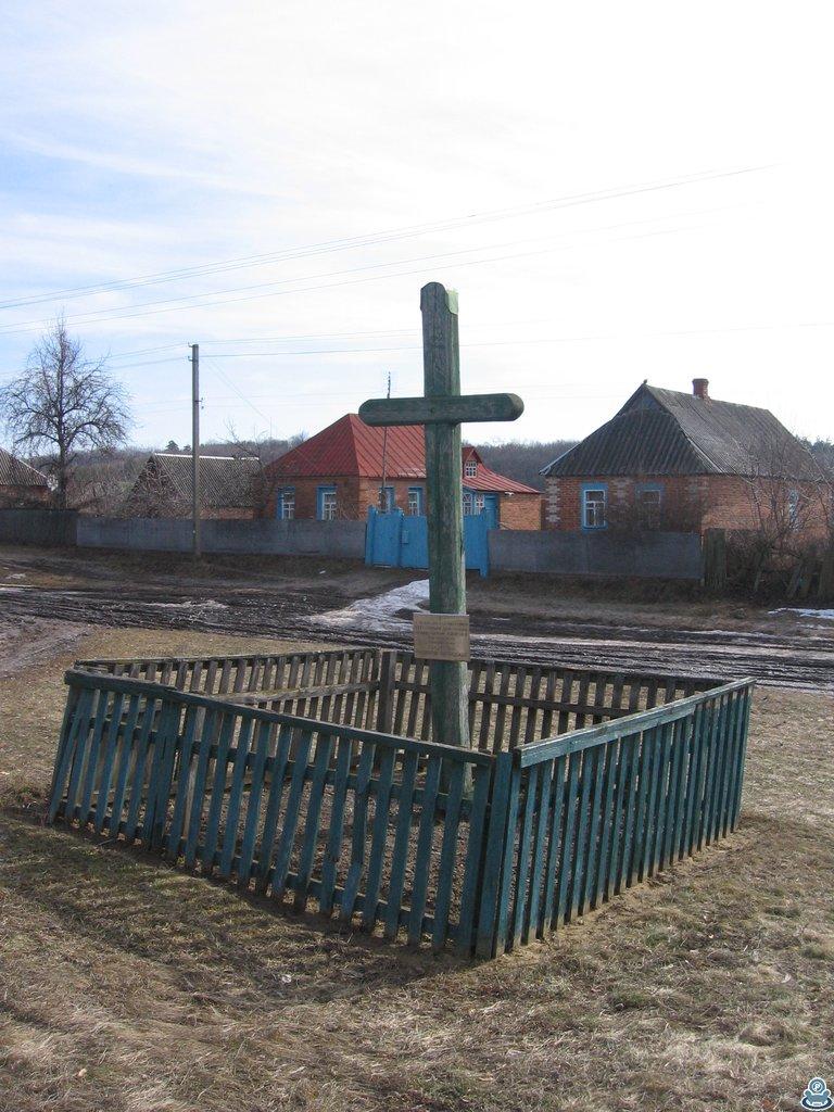 Крест возле перекрестка
