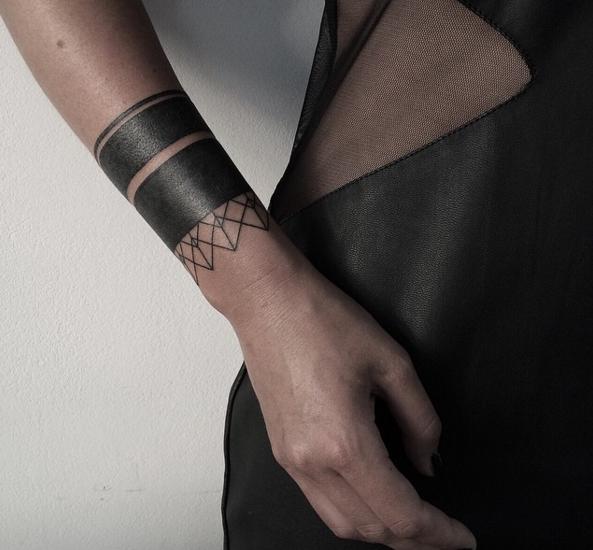 черные-крупные-татуировки-фото13.png