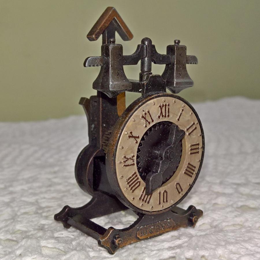 Винтажные испанские часы для кукол