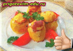 Картофель, фаршированный колбасой