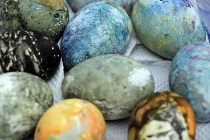 Как красят пасхальные яйца в Исландии