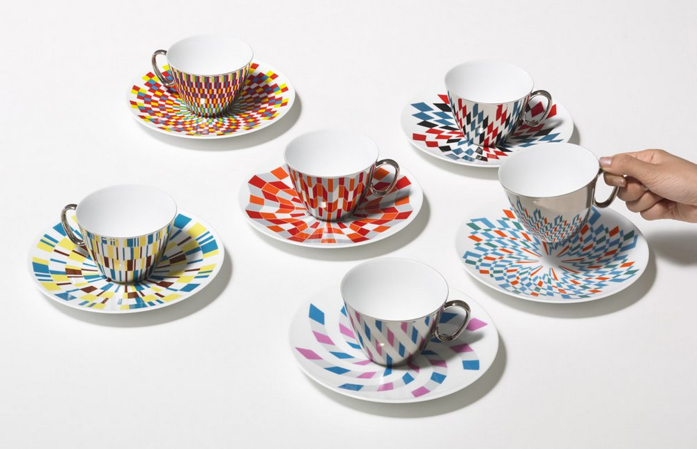 Mirror Coffee Cups by 'D-Bros' Reflect Patterns on Saucers