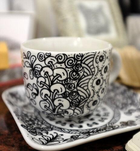 Чайная пара, оформленная в стиле Зентангл