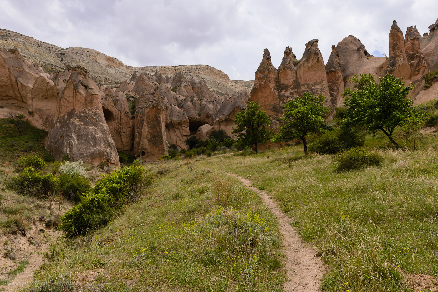 Фотография 11. Скалы в долине Зельве. Как мы поехали на отдых в Турцию самостоятельно. 1/800, -0.67, 8.0, 160, 24.