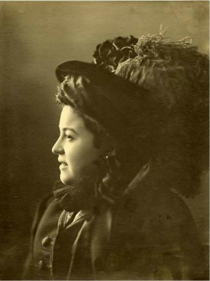 1910-е. Портрет женщины в шляпе с пером