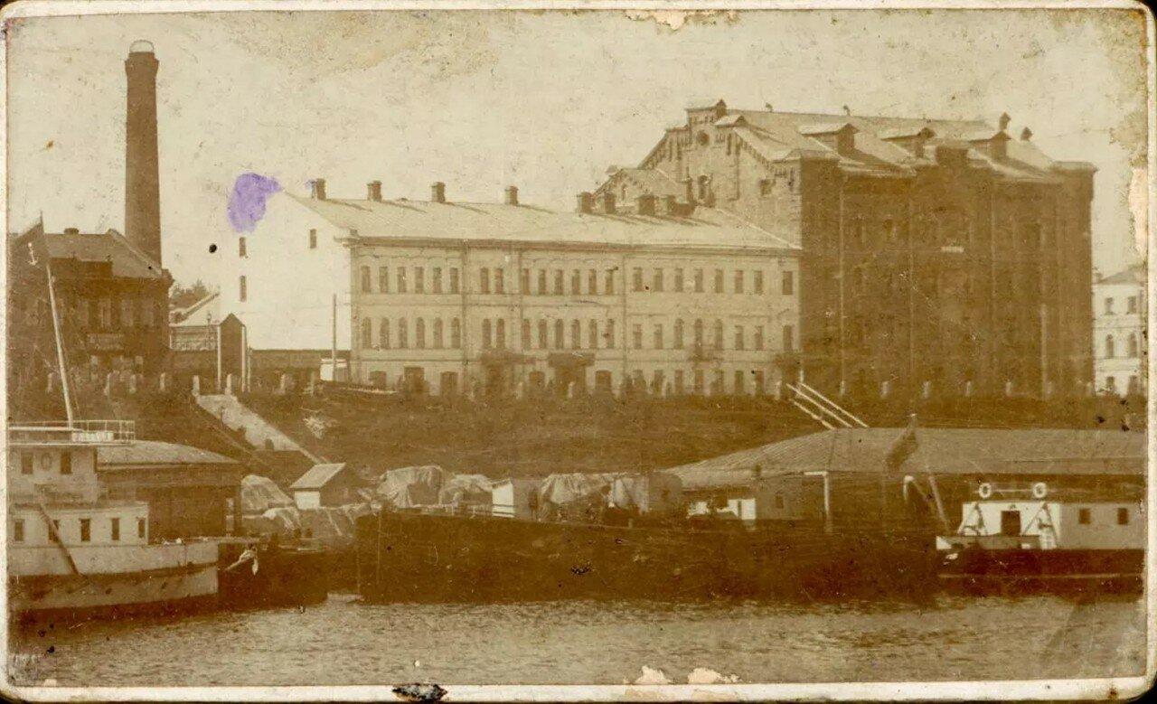Вид на мельницу Калашникова с Волги