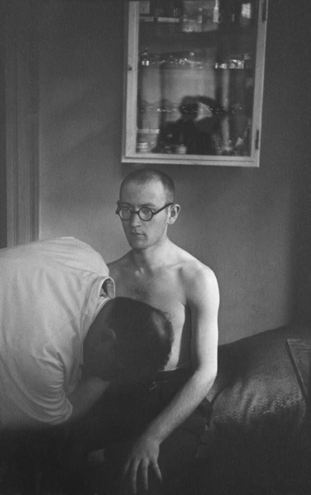 1936. Врач прослушивает пациента в еврейской клинике, Берлин