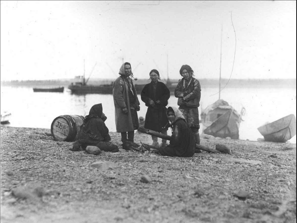 12 октября 1914. Групповой снимок остяков. Красноярск