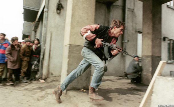 romanian-revolution-fighting-securitate-ak-47.jpg