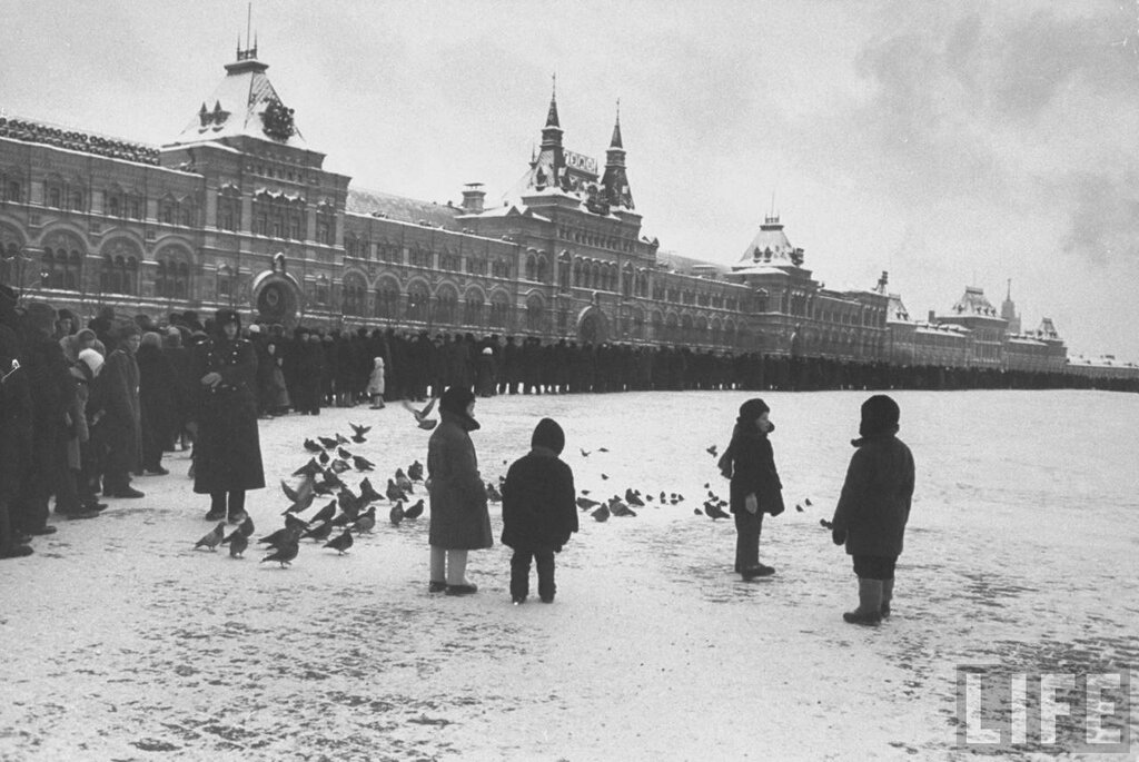 Moscow winter in 1959 by Carl Mydans (Journal of Life)