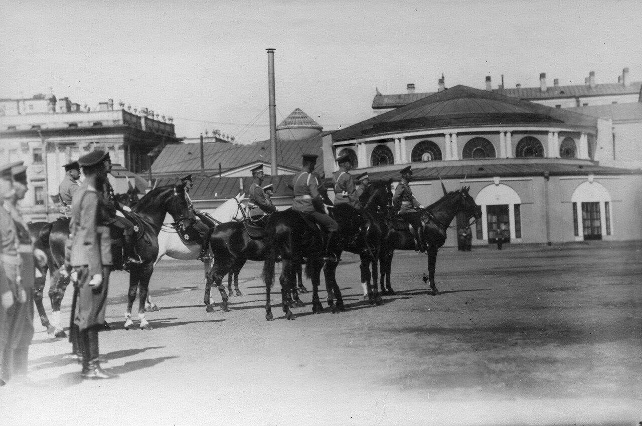 57.Император Николай II с сопровождающей его свитой во время смотра на заднем плане здание Скейтинг - ринга