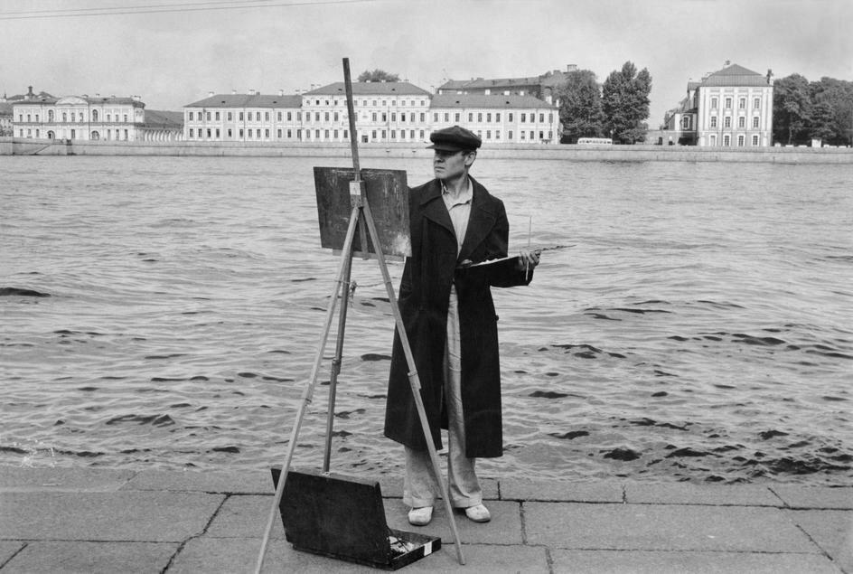 1954. Ленинград. На берегах Невы, студент близлежащей академии изобразительного искусства
