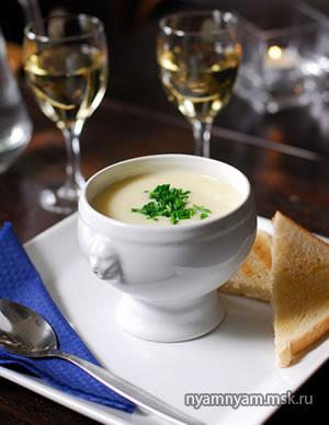 Молочный суп с овощами и листьями черной смородины