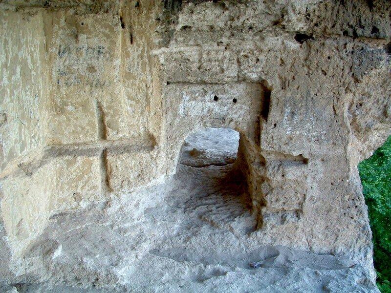 Проходы (лазы) в скалах