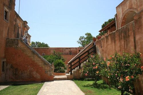 Монастырский двор Aghia Triada