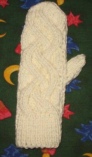вязание варежек на спицах.