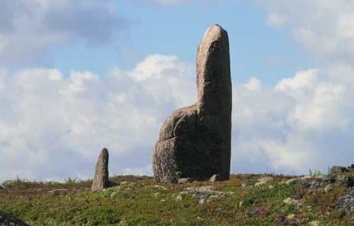 Каменный трон на острове Русский Кузов