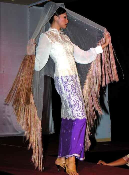Показ мод на Тернате - 2006