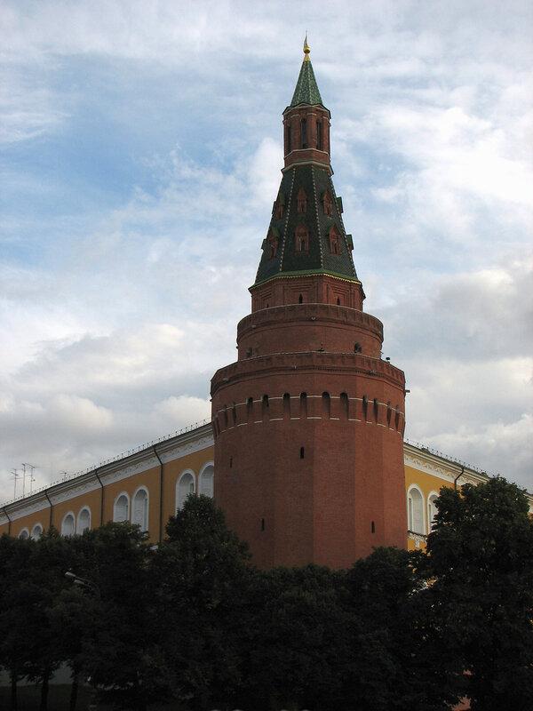 У Кремля на Манежной